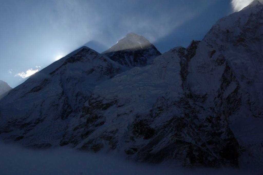 Wschód słońca zza Everestu widok z Kalapathar