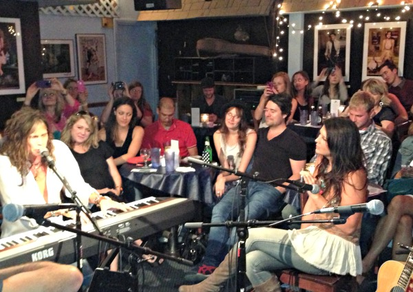 Bluebird Cafe & Bourbon Street Boogie Bar Nashville